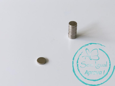 Imã tipo pastilha (super imã) 1 cm de diâmetro - Pct com 12 unidades